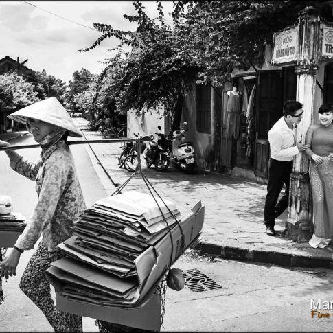 Photo de couple dans les rue du Vietnam