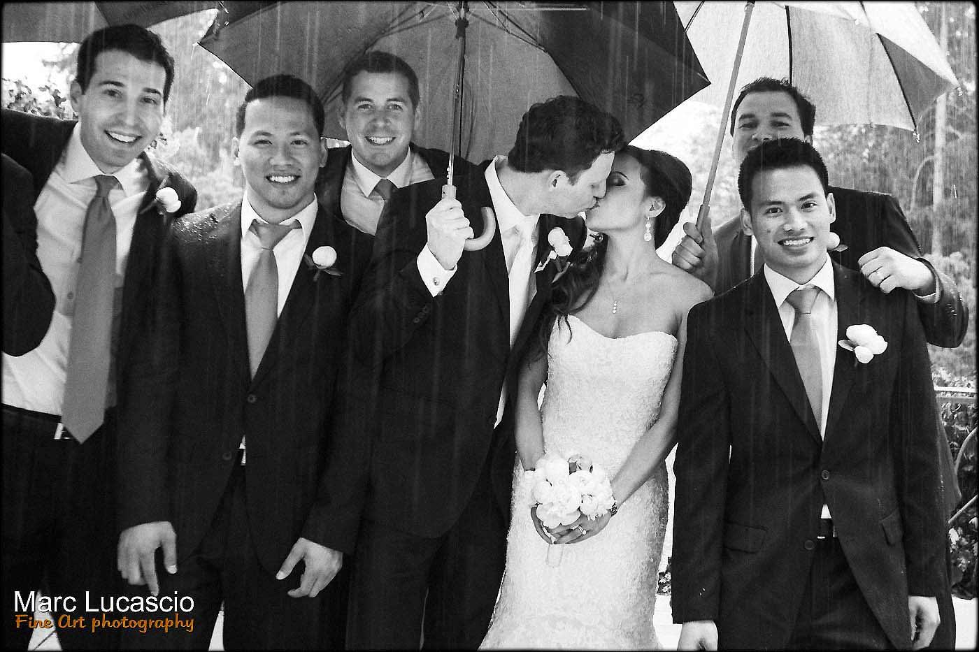 photo groupe sous la pluie