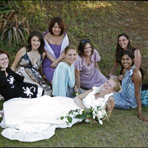 groupe des filles avec la mariée