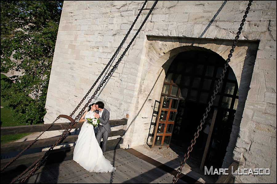 photo de couple sur le pont d'Avignon