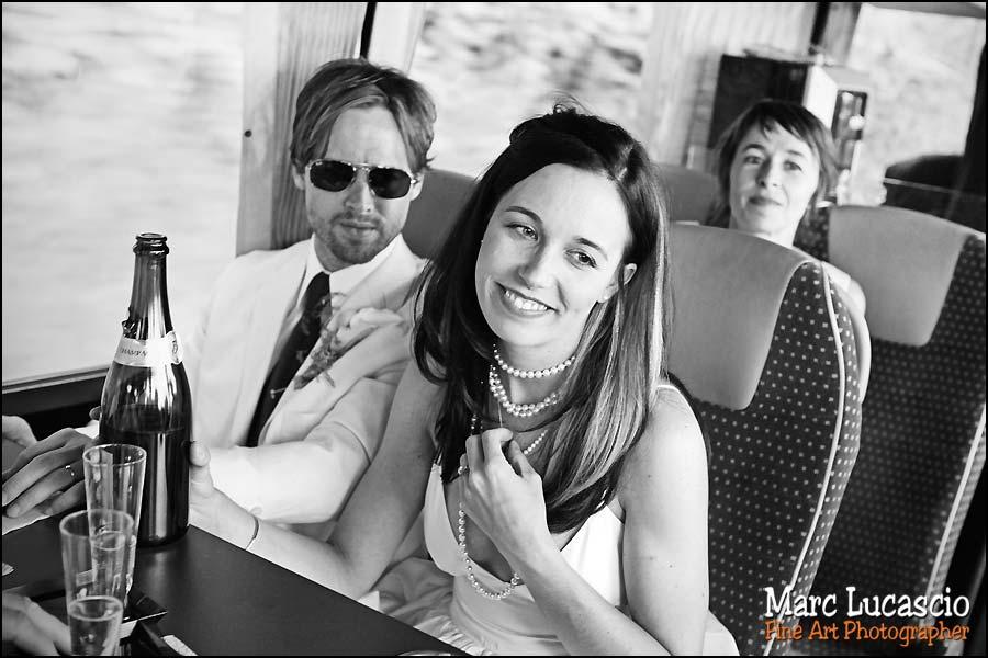 Portrait des mariés dans le bus vers Giverny