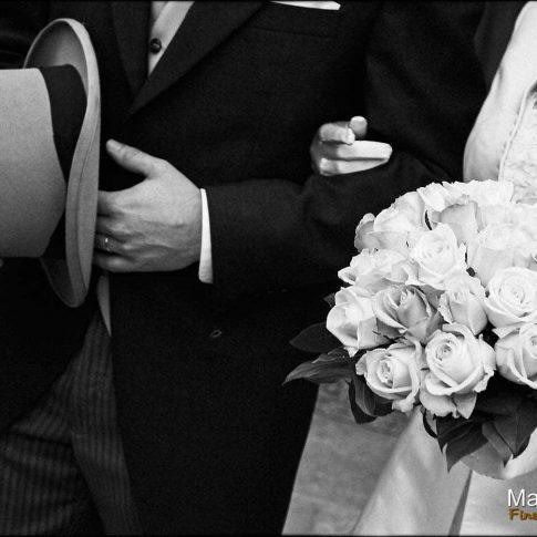 Gros plan sur les accessoires des mariés