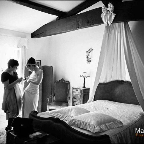 Préparation de mariage en noir et blanc