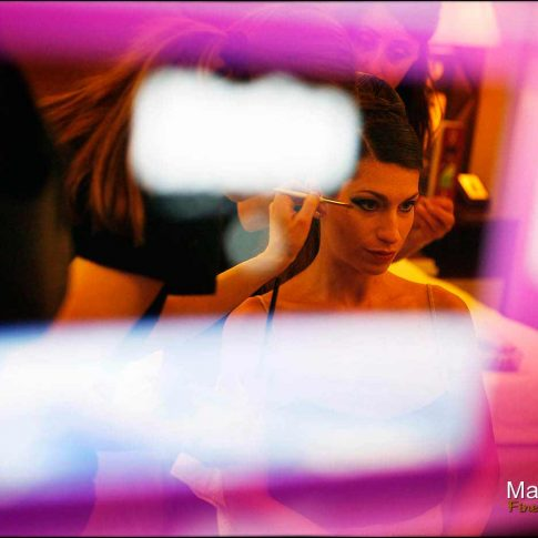Portrait de la mariée pendant la préparation